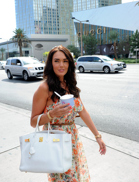 Tamara Ecclestone with her white birkin in a pretty spring dress
